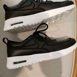Nike Air black sneakers size 6.5